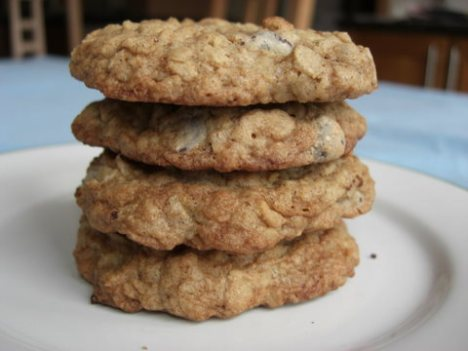 Spiced Chewy Oatmeal Chocolate Chip Cookies
